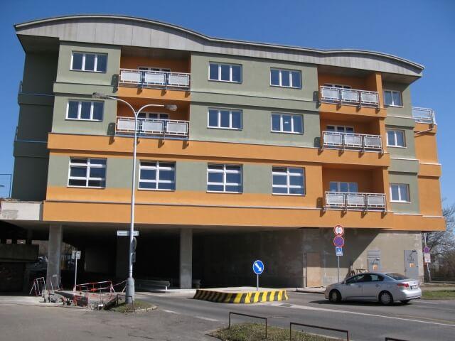 Продажа квартир в районе вилловой застройки вблизи озера – Прага 9