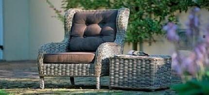 Вольтеровское кресло Jakarta wing chair удобно, оно подходит и для сада, и для интерьера