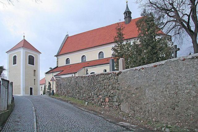 Церковь св. Микулаша с колокольней На Карлове в городе Бенешов