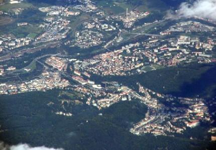 Вид Карловых Вар с высоты самолета