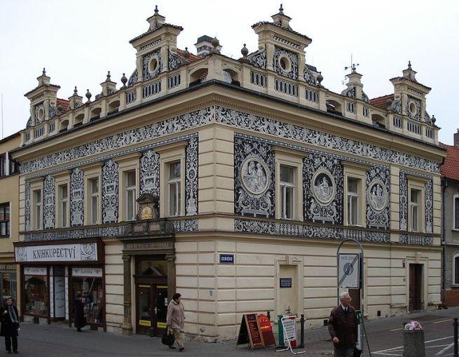 Здание бывшей аптеки в стиле неоренессанса на проспекте Т.Г.Масарика