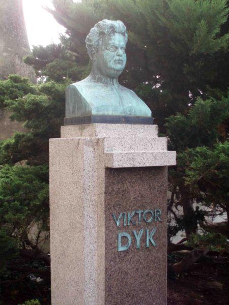 Памятник Виктору Дыку в Мельнике