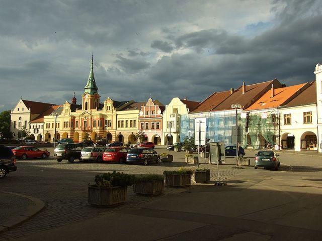 Историческая площадь в Мельнике