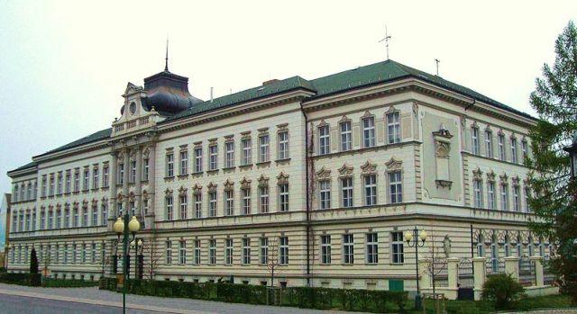 Здание восьмилетней гимназии в стиле барокко на улице Палацкого