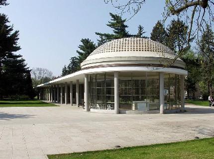Колоннада Либенского, построенная в 1936 году по проекту архитектора Войтеха Керхарта