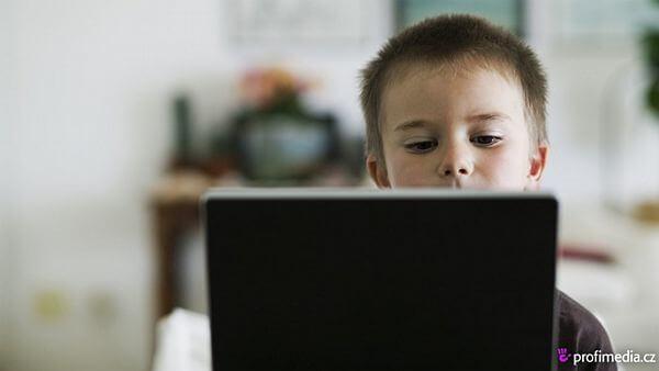 Португальские школьники получают бесплатные ноутбуки. В Чехи будет также?